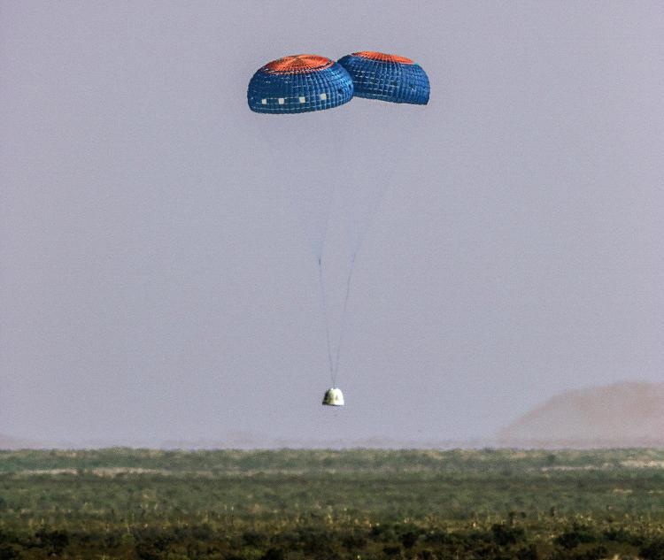 Lądowanie kapsuły Blue Origin podczas 4 lotu