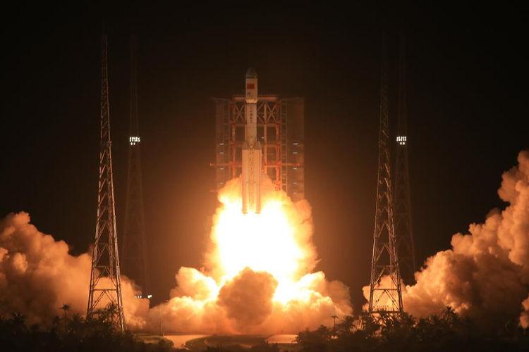 Dziewczy start rakiety nośnej Chang Zheng 7