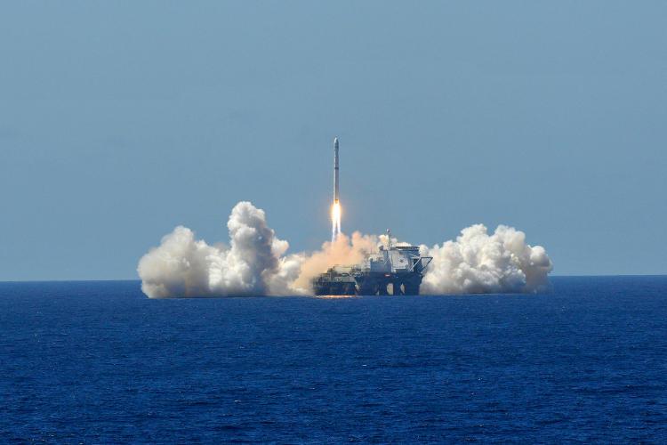 Start rakiety nośnej z satelitą Eutelsat 3B z pływającej platformy startowej Ocean Odyssey