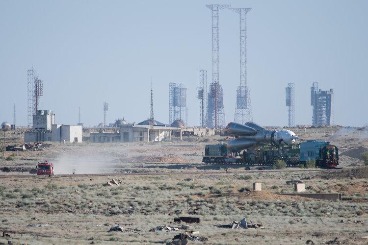 Sojuz MS-09 w drodze na wyrzutnię